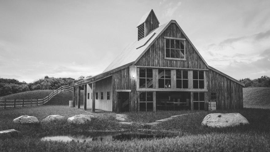 barnhouse_bw